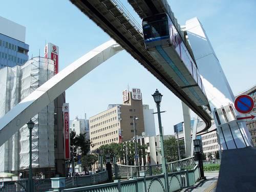 Chiba_monorail_train