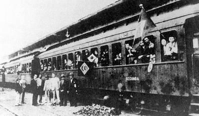 Imigrantes no trem rumo às fazendas de café