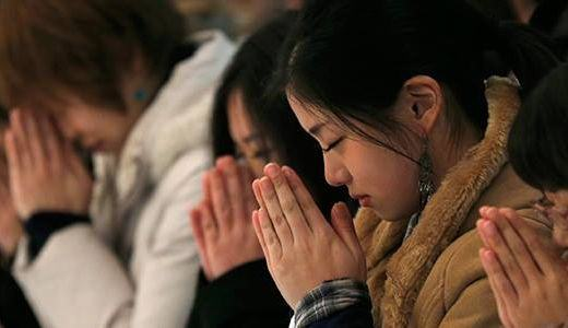 Oração em memória às vítimas do tsunami de 2011