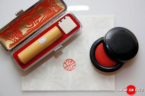 Hanko (carimbo) substitui a assinatura no Japão