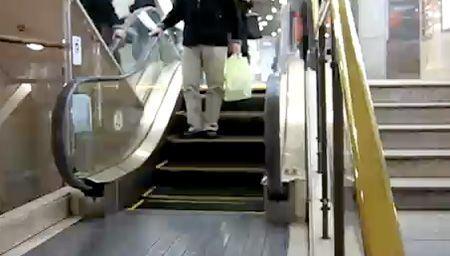 Resultado de imagem para menor escada rolante japão