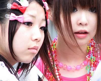Significado do termo kawaii ♥ Mennas-japonesas-usando-acess%C3%B3rios-kawaii