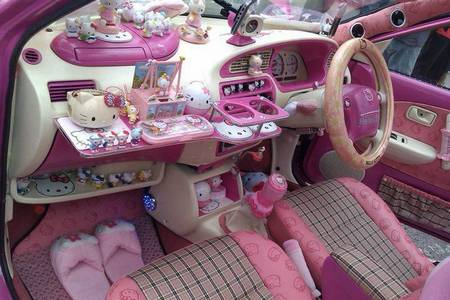Significado do termo kawaii ♥ Hello-kitty-car-interior