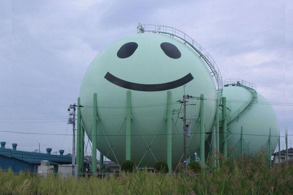 Tanques de gás decorados no Japão