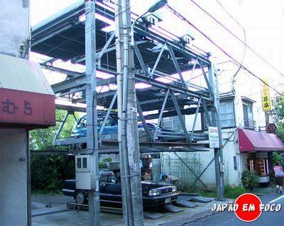 Elevador de carros no Japão