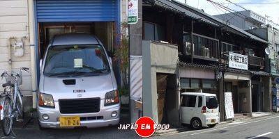 Estacionar carro na garagem no Japão