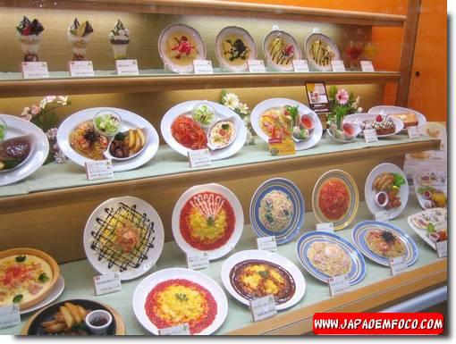 Modelos de comida realistas feitos de plástico