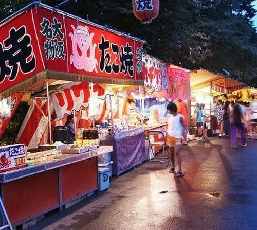 Barraquinhas em festivais de verão no Japão