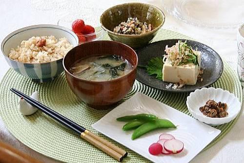Asa gohan (café da manhã japonês)