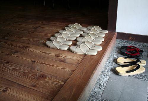 Hábito de tirar os sapatos