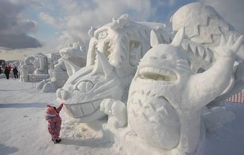 Escultura de neve do Totoro