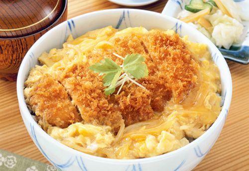 Katsudon, um prato tradicional no Japão