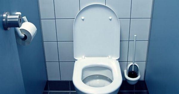 Jogar papel no vaso sanitário