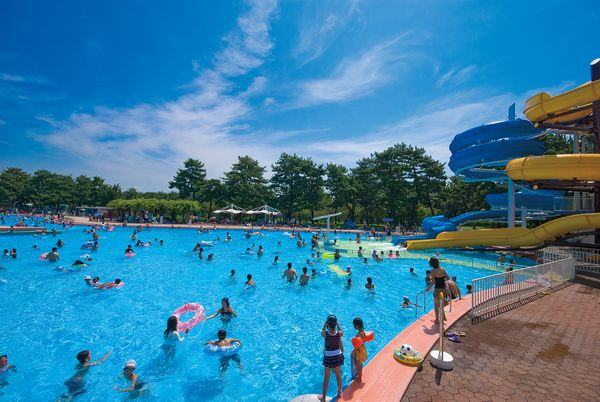 20 piscinas e parques aquáticos para conhecer no Japão