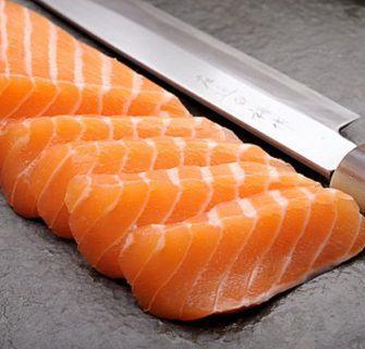 Qual faca devo usar no preparo de sushis e sashimis