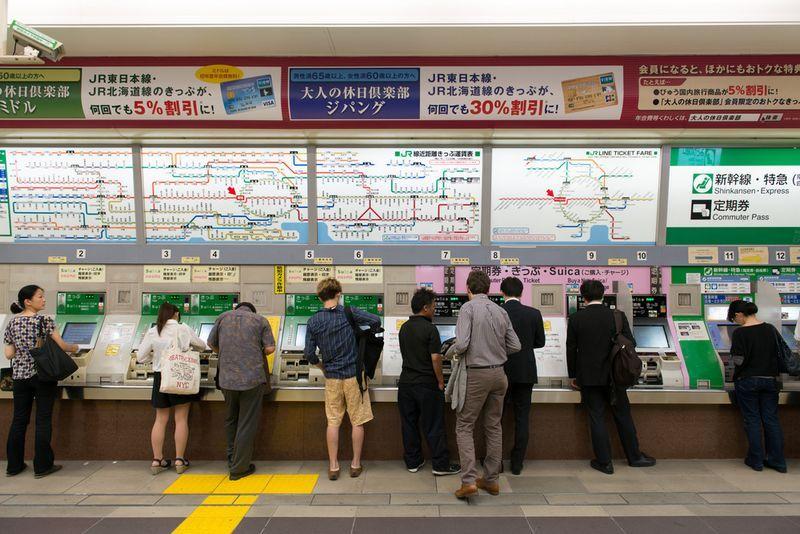 Cinco bilhetes de trem em Tóquio
