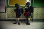 crianças independentes no Japão