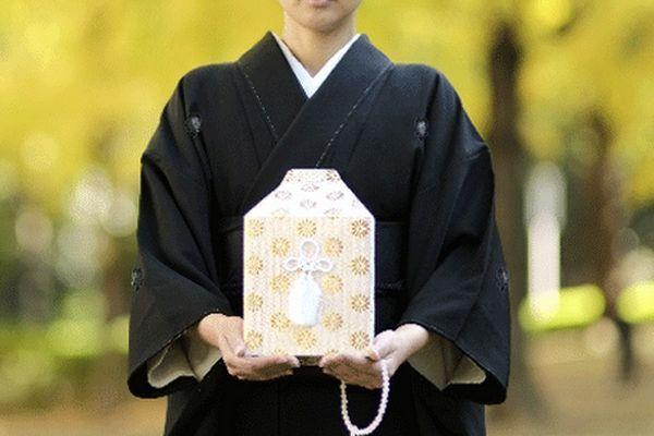 Shigo Rikon O Divórcio após a morte em ascensão no Japão
