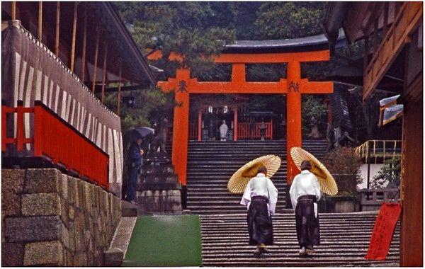 Um dia chuvoso em fushimi Inari