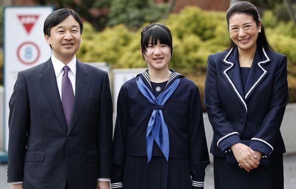 Princesa Aiko e seus pais, príncipe Naruhito e Masako